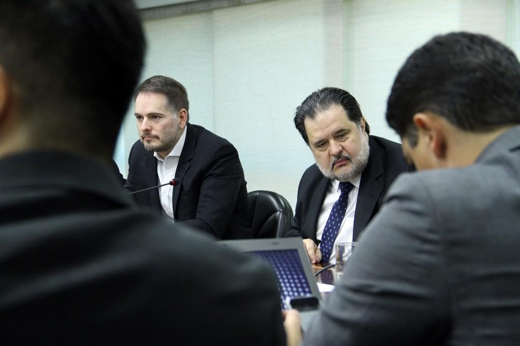 Lauro Celidônio coordena reunião do Comitê Legal e Tributário da Abdib